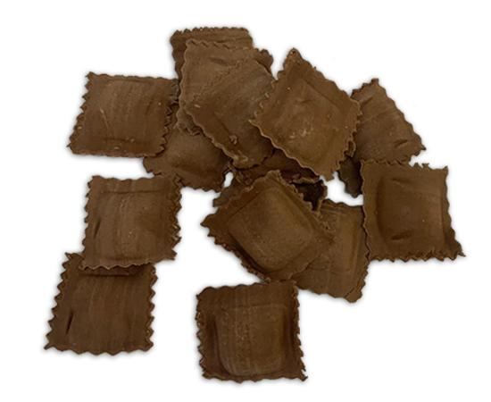 Agnolotti con sfoglia al cacao ripieni di Castelmagno